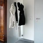 Garderoben-Halter-auf-Glas