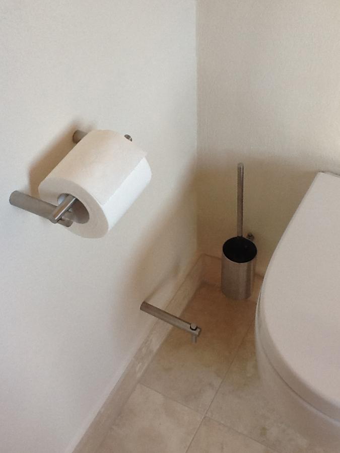 Foto: Gunhild S. aus Köln - Toilettenpapierhalterung und Toiliettenbürste Garnitur von PHOs Design