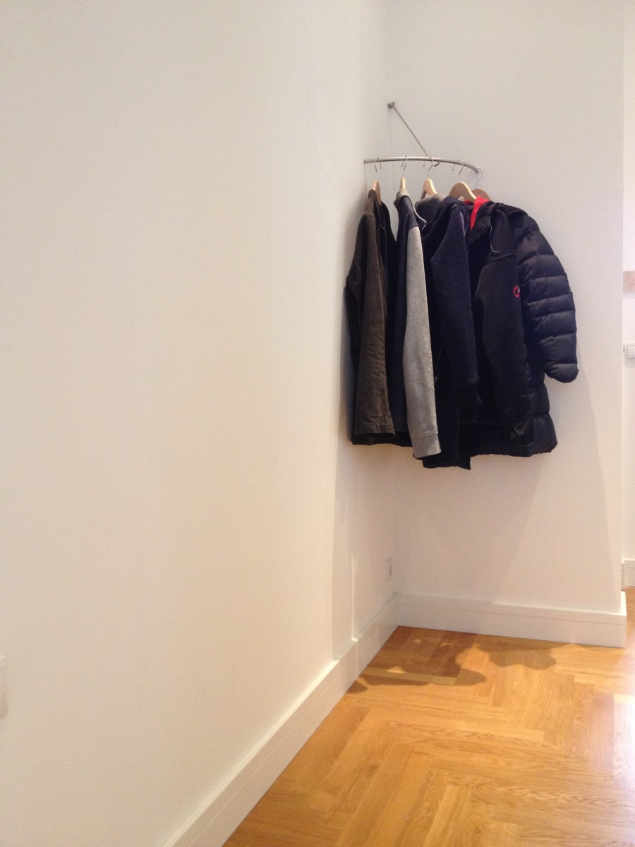 Garderobe phos edelstahl design for Garderobe viele jacken