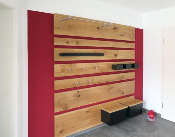Foto: Familie Sch. aus Thalheim - individuelle Garderobe G3 und Garderobenhaken H20-55 und H20-100 von PHOS Design