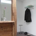 Foto: Robert A. aus Täuffelen, Schweiz - Wandgarderobe mit Glas, Schuhrost und Schirmständer von PHOS Design